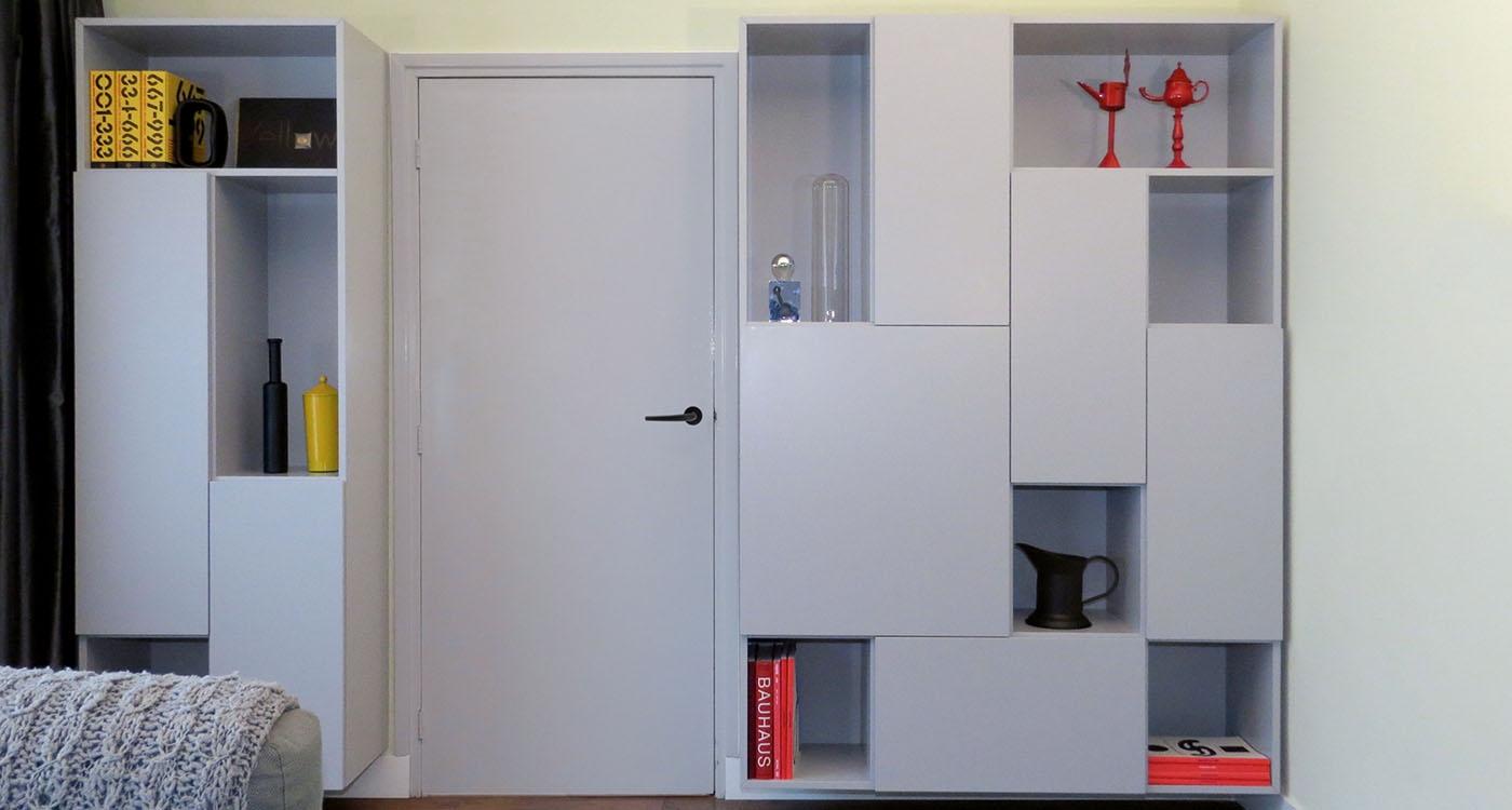 https://cespo.nl/wp-content/uploads/2018/04/109-design-boekenkast-random-zwevend-open-deuren-john-pol-1400x750.jpg