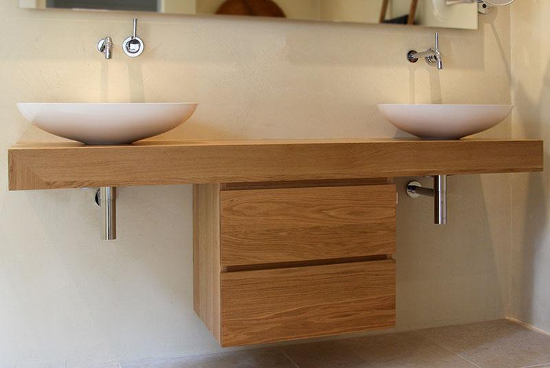 Design badkamermeubel in massief eiken met ladeblok
