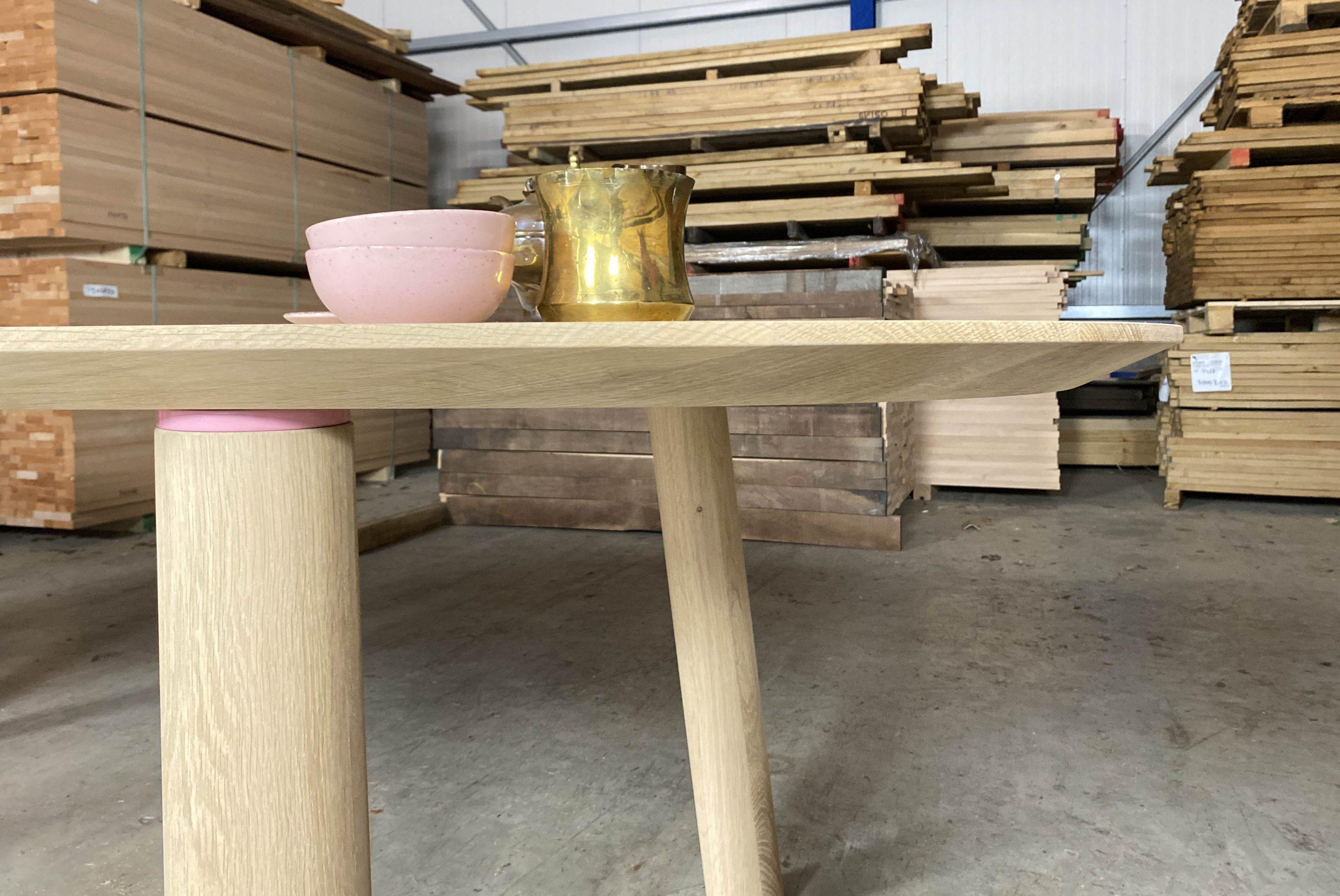1101-2-design-eettafel-disque-detail-pootverbinding-roze
