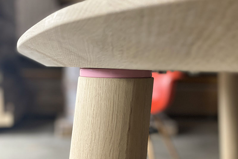 1103-1-design-eettafel-disque-detail-poot-vebrinding