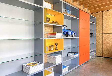20-2-design-boekenkast-container-inzetboxen-geel-led-verlichting
